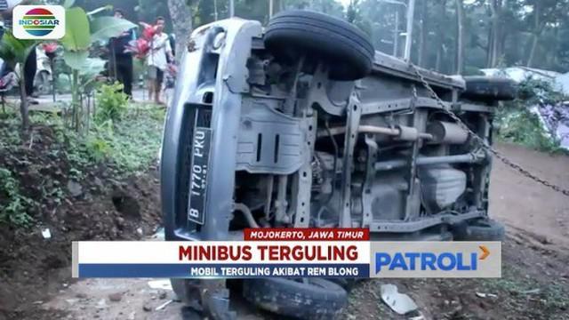 Minibus berisi tujuh orang yang sedang melintas dari Batu menuju Mojokerto terguling hebat. Dua orang penumpang tewas seketika di tempat kejadian.