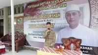 Musa Rajekshah atau Ijeck melakukan serah terima Madrasah Al Jama'iyah ke masyarakat (Liputan6.com/ Reza Efendi)