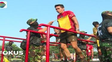 Ratusan peserta mengikuti ajang lomba halang rintang bertajuk Komando Warrior yang di gelar di markas Kopassus Cijantung, Jakarta Timur.