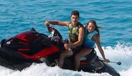 Pebalap Movistar Yamaha, Maverick Vinales, bersama kekasihnya Cristina Llovera, memilih berlibur ke Pulau Formentera, Spanyol. (Instragram/maverickvinales25)