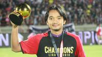 Gelandang Persik Kediri, Taufiq Febriyanto, berhasil mendapatkan gelar pemain terbaik Liga 2 2019 usai melawan Persita Tangerang di Stadion Kapten I Wayan Dipta, Bali, Senin (25/11), Persik menang 3-2 atas Persita. (Bola.com/Gatot Susetyo)