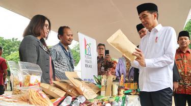 Presiden Joko Widodo (Jokowi) menjumpai 500 nasabah Mekaar binaan PT Permodalan Nasional Madani (Persero) di Alun-alun Kota Bekasi. Dok Kementerian BUMN