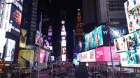 Times Square New York, Amerika Serikat dalam bidikan Samsung Galaxy A8 Plus. Liputan6.com/Jeko Iqbal Reza