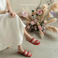 Kolaborasi FAYT X Claudia Setyohadi hadirkan koleksi footwear untuk bantu anak yatim dan dhuafa. Sumber foto: Instagram/FAYT Official.