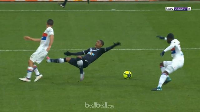 Berita video diving pemain Bordeaux, Malcom, hasilkan penalti dalam laga kontra Lyon. This video presented by BallBall.