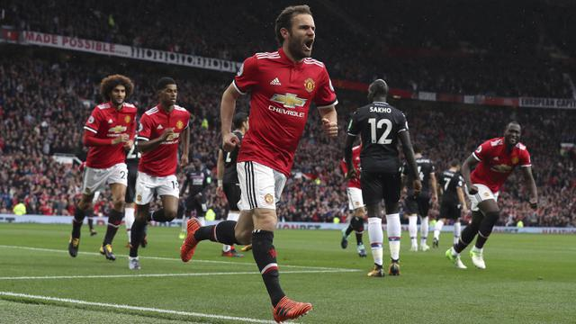 Gelandang Manchester United Mu Juan Mata Merayakan Golnya Ke Gawang Crystal Palace Dalam Lanjutan Liga Inggris Di Stadion Old Trafford Sabtu