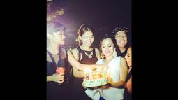 Genap berusia 34 tahun, jupe merayakan ulang tahunnya di kawasan pantai Pandawa, Nusa Dua, Bali, (Instagram/Juliaperrez).