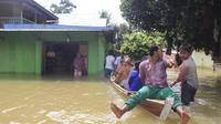 Waduk PLTA meluap dan mengakibatkan banjir rendam ribuan rumah di Riau (Liputan6.com/M.Syukur)