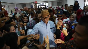 Cawapres nomor urut 02 Sandiaga Uno Saat Menyapa Pendukungnya di Makassar. (Foto: Liputan6.com/Istimewa)