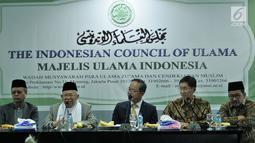 Ketua Umum MUI KH Ma'ruf Amin (dua kiri) memberi sambutan terkait bantuan untuk korban gempa dan tsunami Sulawesi Tengah dari Taipei Economic and Trade Office (TETO) di Kantor MUI, Jakarta, Selasa (9/10). (Merdeka.com/Iqbal Nugroho)