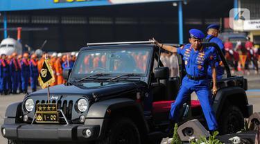 Kapolri Jenderal Idham Azis usai mengecek pasukan saat upacara HUT ke-69 Polairud di Mako Polairud, Pondok Cabe, Tangerang, Rabu (4/12/2019). HUT bertema 'SDM Unggul dengan Almatsus Modern, Korpolairud Baharkam Polri Siap Menjaga Stabilitas Keamanan Dalam Negeri'. (Liputan6.com/Faizal Fanani)