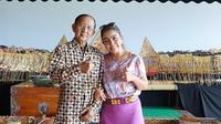 Mayangsari dan Ki Manteb Soedharsono. (Foto: Instagram @mayangsari_official)