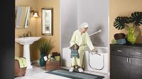 Kecelakaan kerap terjadi pada lansia saat berada di kamar mandi—padahal kebutuhan lansia pada kamar mandi semakin meningkat.