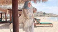 Gaya Liburan Istri Edhy Prabowo, Iis Rosita Dewi yang Suka Wisata Alam. (dok.Instagram @iisedhyprabowo/https://www.instagram.com/p/B6pawmuFe2P/Henry)