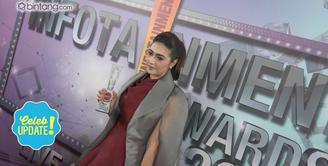 Nabila Syakieb raih penghargaan Selebriti Wanita Paling Memikat di Infotainment Awards 2017.