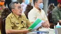 Gubernur Riau Syamsuar dalam rapat penanganan percepatan Covid-19. (Liputan6.com/Istimewa)