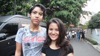 El berpose bersama pacar barunya, Marsha Aruan. (foto: instagram.com/elelrumi)