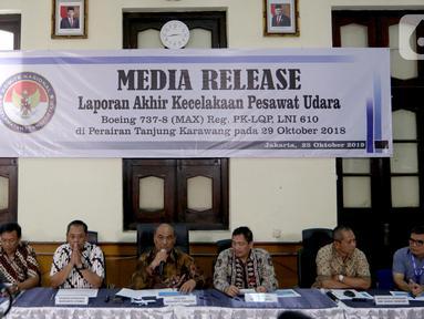 Suasana keterangan pers mengenai investigasi kecelakaan pesawat Lion Air JT 610 di Kantor KNKT, Jakarta Pusat, Jumat (25/10/2019). KNKT menemukan sembilan faktor yang berkontribusi dalam kecelakaan pesawat Lion Air JT 610 pada 29 Oktober 2018 di Tanjung Karawang. (Liputan6.com/Johan Tallo)