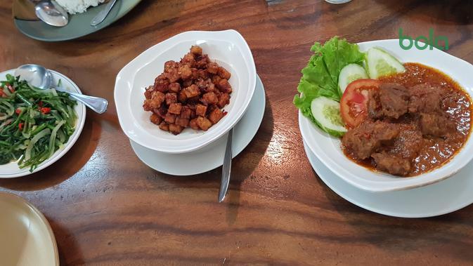 Sejak berdiri pada 2009, Restoran Sumatra menjadi salah satu masakan Indonesia di Phnom Penh, Kamboja, yang jadi favorit pengunjung. (Bola.com/Zulfirdaus Harahap)