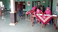 Petugas KPPS di TPS 6 Sampangan Wirokerten, Banguntapan, Bantul (Fathi Mahmud/Liputan6.com)