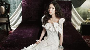 Dukung Kekasih, Min Hyo Rin Tonton Konser Big Bang