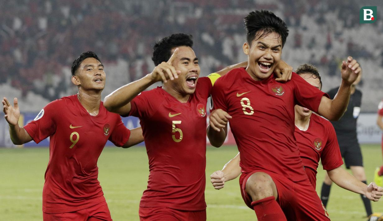 Gelandang Indonesia, Witan Sulaeman, melakukan selebrasi usai membobol gawang Chinese Taipei, pada laga AFC U-19 di SUGBK, Jakarta, Kamis (18/10/2018). Indonesia menang 3-1 atas Chinese Taipei. (Bola.com/M Iqbal Ichsan)