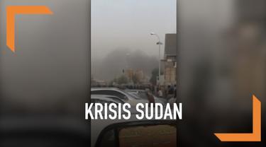 Pasukan keamanan Sudan coba mengusir pemprotes antipemerintah yang telah lakukan aksi selama dua minggu dengan lakukan penembakan. Sedikitnya 30 orang dan 200 lainnya terluka dalam kejadian. Banyaknya korban membuat rumah sakit setempat kewalahan.