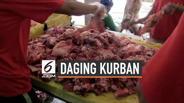 Panitia kurban Masjid Istiqlal menggunakan besek untuk membungkus daging kurban yang kan dibagikan kepada warga. Besek-besek tersebut didatangkan dari Tasikmalaya. Karena besek tidak cukup panitia menggunakan plastik ramah lingkungan.