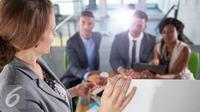 Ingin sukses Pilihlah teman kerja yang bisa membantu Anda untuk meraih sukses.