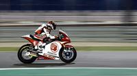 Pembalap Indonesia, Andi Gilang saat mengikuti sesi kualifikasi Moto2 2020 di Sirkuit Losail, Qatar, Sabtu (7/3/2020) malam. (Twitter/Honda Team Asia)