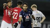 Kiper Semen Padang, Rendy Oscario, saat melawan Bali United pada laga Piala Presiden 2019 di Stadion Patriot, Jawa Barat, Senin (11/3). Bali United menang 2-1 atas Semen Padang. (Bola.com/M Iqbal Ichsan)