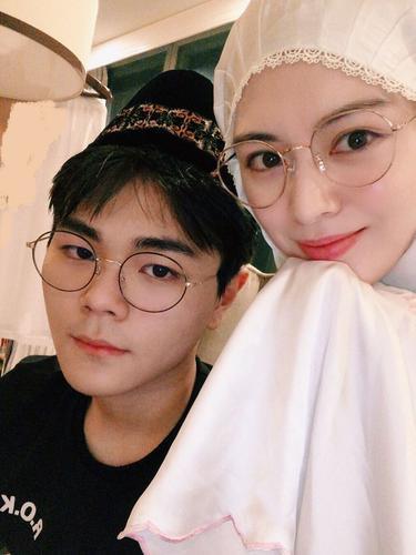 Ayana Jihye Moon dan adiknya, Aydin (Instagram/ xolovelyayana)