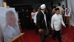 Presiden PKS, Anis Matta, datang untuk memberikan penghormatan terakhir kepada Alm Suhardi saat persemayaman jenazah di kantor DPP Partai Gerindra, (29/8/2014). (Liputan6.com/Helmi Fithriansyah)