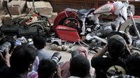 Onderdil motor Harley Davidson dan sepeda Brompton yang diselundupkan menggunakan pesawat baru milik Garuda Indonesia saat konferensi pers di Kementerian Keuangan, Jakarta, Kamis (5/12/2019). Harley Davidson dan sepeda Brompton diselundupkan dari Prancis ke Indonesia. (merdeka.com/Iqbal S Nugroho)