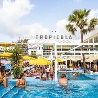 Tropicola Bali menghadirkan sederet rangkaian pesta seru untuk sambut Natal dan Tahun Baru.