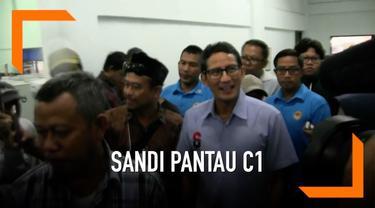 Sandiaga Uno turun langsung untuk memantau rekapitulasi dokumen C1 di GOR Kebayoran Baru.