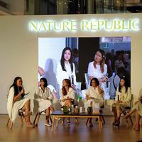 Pilihan terbaru untuk produk kecantikan asal Korea dengan kandungan bahan alami yang berkhasiat bagi kulit.