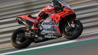 Aksi pembalap Ducati Corse, Jorge Lorenzo pada tes pramusim MotoGP 2018 di Sirkuit Losail, Qatar. (Twitter/Ducati Corse)