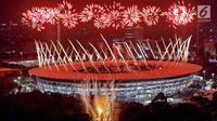 Pemandangan menakjubkan saat pesta kembang api dalam pembukaan Asian Games 2018 di Stadion Utama Gelora Bung Karno (SUGBK), Senayan, Jakarta, Sabtu (18/8). (Bola.com/Iqbal Ichsan)