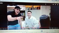 Cristian Gonzales ketika mengikuti halal bihalal di rumah bos Rans Cilegon FC, Raffi Ahmad. (Bola.com/Rizki Hidayat/YouTube Gonzalez Channel)