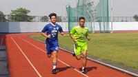 Wildan Ramdani (kiri), saat berlatih bersama Persib Bandung. (Bola.com/Erwin Snaz)