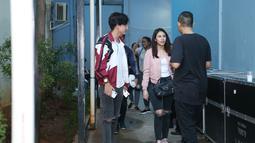 Awalnya kedekatan mereka terjadi lantaran syuting dan promo film terbarunya yang berjudul Teman Tapi Menikah. Namun semakin hari, keduanya makin dekat. Bahkan, Adipati sudah dipercaya oleh keluarga Vanesha. (Nurwahyunan/Bintang.com)