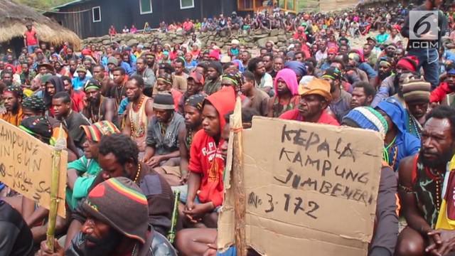 Aktivitas kota lumpuh akibat bentrok dua kelompok massa ini.
