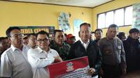 Mensos Santuni Ahli Waris Korban Longsor Sukabumi Rp 195 Juta (Liputan6.com/Ady Anugrahadi)