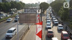 Kendaraan melintasi jalan tol di Jakarta, Kamis (27/8/2020). Gubernur DKI Jakarta Anies Baswedan mengusulkan agar Tol Dalam Kota dapat dilintasi oleh pengendara sepeda jenis road bike karena banyak masyarakat yang berolahraga dan menjadikan sepeda sebagai gaya hidup. (Liputan6.com/Immanuel Antonius)