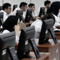 CPNS saat mengikuti SKD di Kantor BKN Pusat, Jakarta, Senin (27/1/2020). Tes SKD CPNS Tahun Anggaran 2019 diselenggarakan mulai 27 Januari hingga 28 Februari 2020 dengan jumlah peserta memenuhi syarat (MS) untuk mengikuti SKD sebanyak 3.364.868 orang. (merdeka.com/Iqbal S. Nugroho)