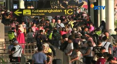 Jumlah penumpang mudik meningkat, Bandara Soekarno Hatta, Tangerang, Banten menambah 32 penerbangan dari berbagai maskapai.