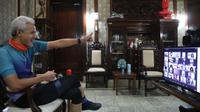 Gubernur Jawa Tengah Ganjar Pranowo saat mengikuti acara penutupan Masa Pengenalan Lingkungan Sekolah (MPLS) secara daring, Jumat(16/7/2021).