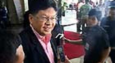 Tim penyidik KPK memeriksa Laksamana Sukardi. Mantan Menteri Negara BUMN itu diperiksa sebagai saksi dalam kasus dugaan korupsi di PT PLN dengan tersangka Eddie Widiono Suwondo.