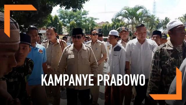 Kampanye ke Situbondo Jawa Timur Capres nomor urut 02 berziarah ke makam Pahlawan Nasional KHR As'ad Syamsul Arifin. Prabowo juga berdialog dengan sejumlah ulama Sitobondo